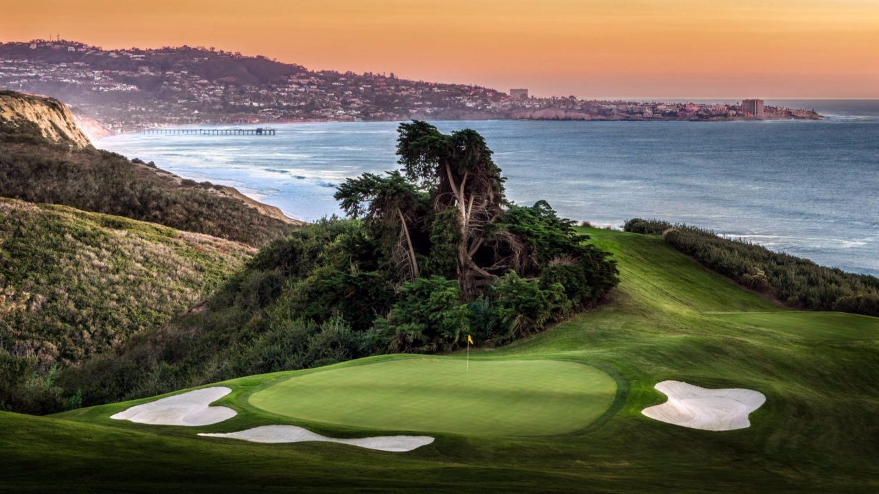 Torrey Pines Golf Course located right next to the ocean